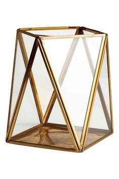 Grand photophore: Grand photophore en verre transparent avec cadre en métal. Dimensions 12,5x12,5x16,5 cm environ.