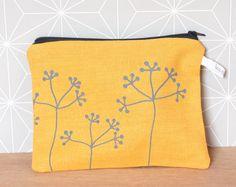 Yellow floral pouch de la boutique LesMiniboux sur Etsy 27€ - Click to see details and buy