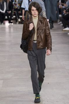 The complete Lanvin Spring 2017 Menswear fashion show now on Vogue Runway.
