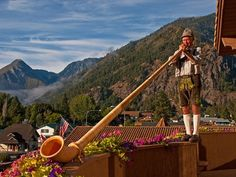 Locals Guide: Leavenworth, Washington (described as a slice of Bavaria sewn into the Pacific Northwest ~ supposed to be beautiful during Christmas)