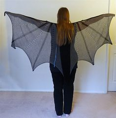 Ravelry: Dragon Wings Shawl pattern by Lisa Benden Shrek Costume, Costume Dress, Costume Wings, Popular Costumes, Costumes For Women, Black Lace Leggings, Diy Wings, Diy Fairy Wings, Maquillage Halloween