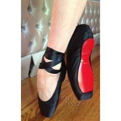 Não tenho palavras para essa sapatilha de ponta. Christian Louboutin Makes Dita Von Teese Custom Ballet Slippers!