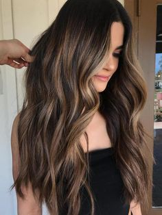 Balayage technology is now the most popular and advanced hairdressing technology. Balayage technology is suitable for any color of hair, whether it's light or dark. Except for very short hair, almost all length hair can use Balayage technology. Balayage Hair 2018, Brown Hair Balayage, Hair Color Balayage, Balayage Hair Brunette Long, Balayage Dark Hair, Brown Balyage, Hair Styles Brunette, Long Brunette Hairstyles, Brunette Hair Colors