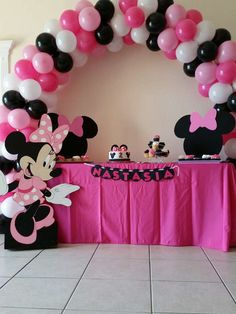 New birthday party ideas minnie mouse polka dots ideas Minnie Mouse Birthday Theme, Polka Dot Birthday, Minnie Mouse Baby Shower, Mickey Party, 2nd Birthday, Mickey Mouse Parties, 3rd Birthday Parties, Birthday Balloons, Minnie Mouse Balloons