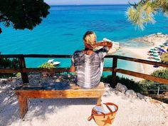 XI BEACH( Xigia Beach) ist mein Traumstrand. Glasklares türkisfarbenes Wasser und rundherum grüne Hügel...  Es gibt dort nur ein wenige Liegen und Sonnenschirme, die auch noch sehr günstig sind. Zwei Liegen und ein Schirm kosten 8,- pro Tag. Es gibt dort nur ganz wenige Touristen, keine Buden oder laute Musik.   #Griechenland #XIBeach #XigeaBeach #Zakynthos