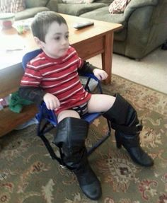 Found My Son Watching TV Like This - Young Boy in Black Leather Woman's Boots ---- jokes funny pictures walmart fail humor Funny Shit, Haha Funny, You Funny, Funny Kids, Funny Stuff, Funny Boy, Funny Things, Memes Humor, Funny Memes