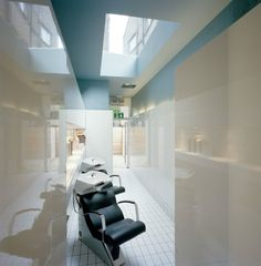 Image 9 of 12 from gallery of The Klinik Hair Salon / Block Architecture. Photograph by Leon Chew Spa, Beauty Salon Decor, Beauty Salons, Hair Salon Interior, Salon Names, Beauty Advice, Salon Design, Beauty Room, Commercial Interiors