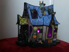 my haunted house from SVGcuts files Haunted Forest, Paper Houses, Halloween Stuff, Hallows Eve, Svg Cuts, Cutting Files, Minis, Cricut, Miniatures