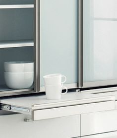 キッチン システムキッチンメーカーのトクラスが作るキッチン専用収納。カップボードやごみ箱(ダストボックス)付きキッチンカウンター、オープンキッチンの作業台など、キッチンとセットで揃う収納が見つかります。