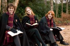 Emma Watson, Daniel Radcliffe and Rupert Grint like Hermione Granger, Harry Potter and Ron Weasley Harry Potter Tumblr, Harry Potter World, Images Harry Potter, Mundo Harry Potter, Harry Potter Aesthetic, Harry Potter Universal, Harry Potter Characters, Hery Potter, Fans D'harry Potter