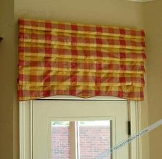 Picking the right kind of valance for your room is important, but what's equally important is how you hang it. So how high should you hang your valance? Drapes And Blinds, Bay Window Curtains, Drapes Curtains, Burlap Curtains, Window Seats, Custom Valances, Custom Curtains, Outside Mount Roman Shades, Balloon Valance