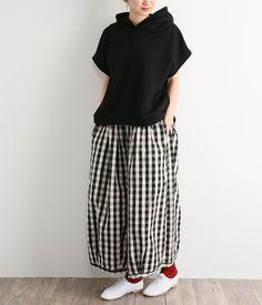 コットンリネンバルーンパンツ(B・ブロックチェック)【入荷待ち】 Hijab Fashion, Fashion Outfits, Womens Fashion, Olive Clothing, Copenhagen Street Style, Simple Style, My Style, Full Skirts, Black Linen