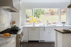 Large Kitchen Sinks, Kitchen Sink Window, Big Kitchen, Kitchen Living, Kitchen Ideas, Studio Kitchen, Kitchen Design, Window Over Sink, Home Kitchens