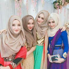 ^ Hijabi girls compared to non-hijabi.n all know who aa best^ Muslimah Wedding Dress, Hijab Bride, Muslim Fashion, Modest Fashion, Hijab Style Tutorial, Islam Women, Girls Status, Muslim Beauty, Hijab Fashionista