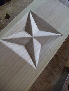 Wood Carving Designs, Wood Carving Patterns, Wood Sculpture, Wall Sculptures, Celtic Decor, Chip Carving, Got Wood, Wood Creations, Whittling