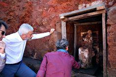 Ordu'nun Altınordu ilçesindeki Kurul Kalesi'nde yapılan kazıda bulunan 200 kilo ağırlığında ve 100 santim boyundaki Ana Tanrıça Kibele heykeli, Ordu Müzesi'ne götürüldü. Fotoğraf: DHA İHA'nın haberine göre İstanbul'dan gelen bir ekip, üç saatlik çalışmanın ardından özel kutularla heykeli Ordu Müzesi'ne taşıdı. Kurul Kalesi'ndeki kazının başkanı Gazi Üniversitesi Edebiyat Fakültesi Arkeoloji Bölümü Başkanı Prof. Dr. Süleyman Yücel Şenyurt, heykelin 45 gün boyunca kazı alanında kaldığını…