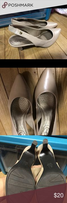 Life stride pumps Nude color life stride brand. Great pair of pumps for everyday wear. Pointed toe. Shoes Heels