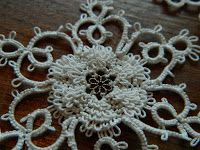Allison's Tatted Lace : Free Patterns - frilly rosette (doodad center)