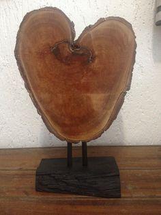 Escultura de mesa Base de madeira  Medidas : 46 cms de altura x 20 cms de largura pilotto@terra.com.br