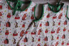 Questi due vestitini sono stati realizzati da Fatime per le sue due belle nipotine gemelle.  Ha cucito in poco tempo questa simpatica stoffa comprata da Coccospillo a Firenze