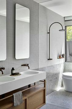 Vivienda de estilo costero en tonos claros diseñada por Simone Haag y Webster Architecture