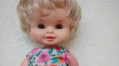 Muñeca de famosa seguramente Sole. 30 cm, ojos margarita marrones rara, del catálogo de 1972