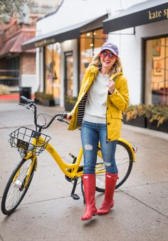 Here are 5 different ways to wear a yellow rain jacket! Yellow Rain Jacket, Yellow Rain Boots, Red Hunter Boots, Hunter Boots Outfit, Yellow Raincoat, Hunter Wellies, Red Boots, Trendy Fall Outfits, Yellow