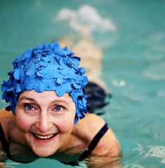 elderly swimmer - Cerca amb Google