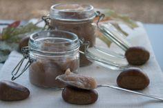 La crema di castagne una vera delizia per rendere unici i vostri dolci o da consumare semplicemente sul pane.