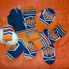#ylevillasukka #tappara #novita #7veljestä #icehockey Wool Socks, Ice Hockey, Pot Holders, Knit Crochet, Gloves, Knitting, Winter, Instagram, Winter Time