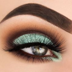 """This teal color is just amazing! I'm so in love with it ☄  BROWS: @anastasiabeverlyhills Dipbrow pomade """"Chocolate"""" ✨  EYES: @toofaced Shadow Insurance ✨ @urbandecaycosmetics @gwenstefani palette """"Punk"""" & """"Zone"""" ✨ @maccosmetics Single eyeshadow """"Red Brick"""" ✨ @inglot_cosmetics @inglot_usa @inglot_sweden Eyeshadow """"273"""" and loose pigment """"96"""" ✨ @lashesbylena false lashes"""