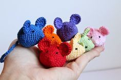 Simple Crochet and Crafts: Tiny Crochet Mouse (Free Pattern) + SHOP FEATURE ✿⊱╮Teresa Restegui http://www.pinterest.com/teretegui/✿⊱╮