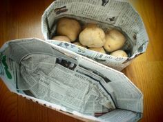 新聞紙で作るゴミ箱が気に入っています。かわいいんです。新聞紙二枚重ねで、さらに底の部分が厚くなるつくりなので、調理中の生ゴミ入れとして使うと、水を吸ってとても…