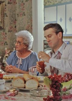 Good Fellas : a scene with Martin Scorcese's mom and Robert DeNiro