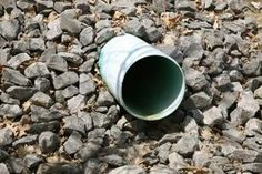 Many homeowners have a problem with water drainage. You must have a path for water away from your house to prevent water intruding into your basement or crawlspace. A French drain is an effective method to achieve this positive drainage. Landscaping Around House, Landscaping Ideas, Drainage Solutions, Drainage Ideas, Drain Tile, Gravel Driveway, Driveway Drain, Driveway Landscaping, Natural Farming