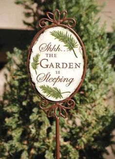 Sleeping garden stake - a decoration for my garden this winter!
