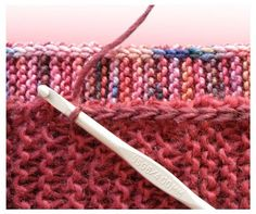 CROCHET SIDE STITCH TECHknitting: A neat little edging for garter stitch--I'm going to try this to keep knitted edge from curling Knitting Help, Knitting Stiches, Loom Knitting, Hand Knitting, Knitting Patterns, Stitch Crochet, Knit Or Crochet, Crochet Stitches, Slip Stitch
