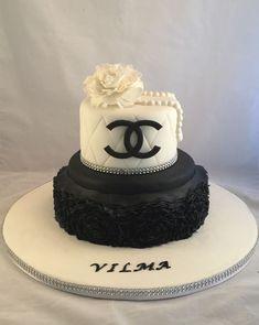Bolo de Aniversário Feminino - 28 Idéias Maravilhosas Bolo Gucci, Gucci Cake, Bolo Channel, Channel Cake, 26 Birthday Cake, Chanel Birthday Cake, Girly Cakes, Fancy Cakes, Bolo Fashionista