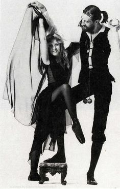 Stevie Nicks and Lindsey Buckingham of Fleetwood MacYou can find Fleetwood mac and more on our website.Stevie Nicks and Lindsey Buckingham of Fleetwood Mac Good Music, My Music, Indie Music, Music Notes, Historia Do Rock, Stevie Nicks Fleetwood Mac, Fleetwood Mac Rumours, Fleetwood Max, Radios