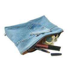 De jeans etuis zijn voor van alles en nog wat te gebruiken. Voor alle losse make-up bijvoorbeeld. Fijne zaterdagavond! Etuis vind je op de site onder tas accessoires. . . . . #makeup #getorganised #jeans #lovedenim #inmybag #bluejeans #denimlover #recycle #goingout #toaparty #dressedup #pencilcase #case #bagorganiser #handmade #lovetorecycle #itssaterday #goingout #handmade #doorjolanda
