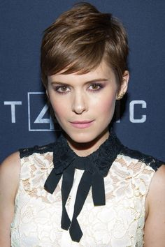Kate Mara put an edgy twist on the pink color palette by smoking out her eyes with plum shadow, cocoa eyeliner and lots of mascara. How to get the look here.