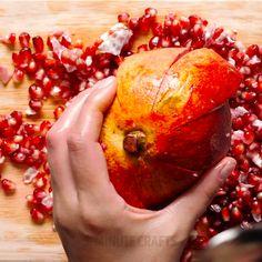 Diy Discover Food scraps hacks thatll save your money Diy Home Crafts, Diy Arts And Crafts, Fun Crafts, Simple Life Hacks, Useful Life Hacks, Hacks Diy, Food Hacks, Cooking Tips, Helpful Hints