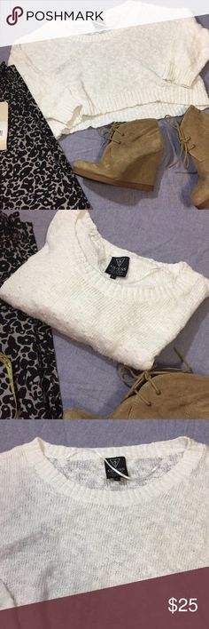 Guess white crop sweater Crop 100 cotton white sweater EUC small piling! Size large adorable with a tank top! Guess Sweaters