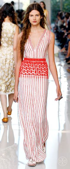 Tory Burch Spring 2013 stripe beading with waist embellishment Look Fashion, Runway Fashion, Spring Fashion, High Fashion, Womens Fashion, Fashion Design, Fashion Trends, Look 2018, Passion For Fashion
