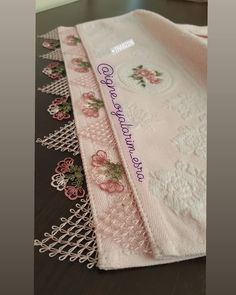 Otomatik alternatif metin yok. Woolen Craft, Needle Lace, Bargello, Floral Tie, Tatting, Diy And Crafts, Embroidery, Wallpaper, Model