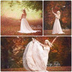 Beige kjole med slæb. Overdel er med blonder, perler og sten. På kjolens underdel sidder der rækker med rhinesten. Perfekt til brudekjole. Kan fåes i over 30 farver hos ️️️ ️️️ akrobath.dk.
