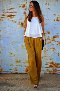 Street Style. flowing white sleeveless blouse and pants for the Arizona girl