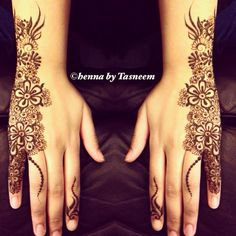 Currently a day young ladies acquainted a style with use stands out in with henna because it can make some shine and sparkling that indicate your mehndi knowing and elegance more. Tatoo 3d, Mehndi Tattoo, Mehndi Art, Henna Mehndi, Mandala Tattoo, Hand Henna, Henna Tattoos, Pakistani Mehndi Designs, Bridal Mehndi Designs