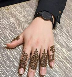 50 Most beautiful Boston Mehndi Design (Boston Henna Design) that you can apply on your Beautiful Hands and Body in daily life. Henna Hand Designs, Finger Mehendi Designs, Rose Mehndi Designs, Latest Henna Designs, Henna Tattoo Designs Simple, Basic Mehndi Designs, Mehndi Designs For Girls, Mehndi Designs For Beginners, Mehndi Design Photos
