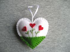 Felt Ornaments, handmade ornament, felt decorations, by feltgofen Valentines Bricolage, Valentine Crafts, Felt Christmas Ornaments, Handmade Ornaments, Handmade Bookmarks, Saint Valentin Diy, Felt Embroidery, Felt Decorations, Felt Patterns